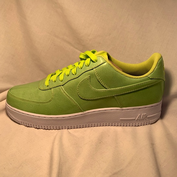 Nike Air Force 1 LV8 UV Volt Cyber Neon Size 10